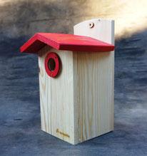 Купить деревянный влагостойкий скворечник.