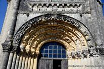 17 - Fenioux - Eglise du Saint-Esprit - Saint-Jacques de Compostelle - Lanterne des Morts