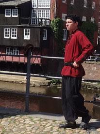 Menschen in alter Kleidung (1)