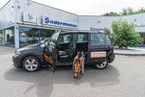 behindertengerechter Volkswagen Golf Sportsvan, Fahrschulfahrzeug, Rollstuhlverladesystem, Transferhilfe, Sodermanns