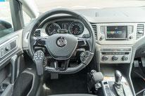 behindertengerechter VW Golf Sportsvan, Fahrschulfahrzeug, MFD, Handgerät für Gas und Bremse, Sodermanns