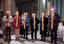 9-Après la communion, le cierge Pascal est remis à chaque responsable d'un relais paroissial