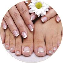 Professionelle Manicure und Pedicure