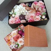 黒BOX 10,000円/茶BOX 5,000円