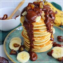 Plantaardige-kwark pancakes met dadel-choco saus