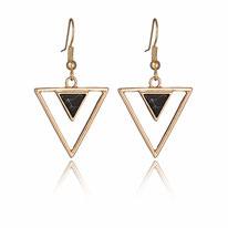 Boucle d'oreille pendante traingle marbre noir et or