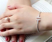 Jonc tendance pour femme en forme de T diamant et zirconium
