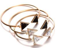 bracelet de créateur jonc en marbre blanc et or
