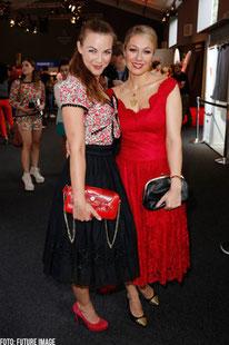 Moderatorin Annika Kipp (mit Ruth Moschner) auf der Mercedes Benz Fashion Week 2013