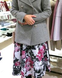 お嬢要素をファッションのどこかに取り入れると光る女性