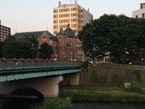 街と自然に溶け込んでいる旧盛岡銀行。建築家は東京駅と同じ人だそう。どうりで似てる。