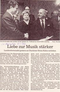 Verleihung der Ehrennadel an Heinz Kühn