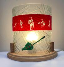 Lampe en verre sur socle en bois - 149€