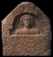 Stèle-plaque funéraire croix guillaume saint-quirin site archéologique gallo-romain