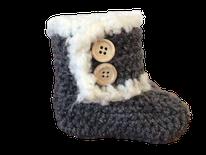 grijze gehaakte fluffy babyslofjes voor de aankomende koude winterdagen deze nieuwste hummiesfashion wil je niet missen, handgemaakte babyschoentjes babyslofjes en zelfs ook nog babykleertjes