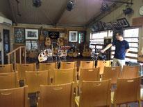 ↑コンサートも開催出来る部屋