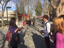 日本人在学生によるキャンパスツアーの様子