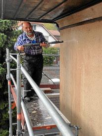 Fassadenreinigung vor dem Anstrich mit Hochdruckreiniger
