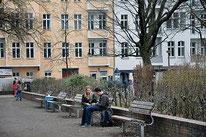 Um den Arnswalder Platz kümmern sich seit einigen Monaten eine Anwohnerinitiative. Am 31. August lädt sie alle Nachbarn zum Sommerfest. Foto: al