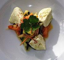 Büffelmozarella auf Zucchini-Papayasalat