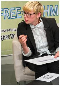 Moderatorin Leona Hommeyer
