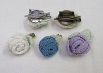 手編みバラモチーフのブローチ 350円