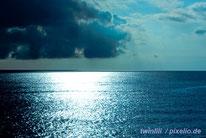 Blaues Meer und blauer Himmel - erfrischend kühl