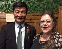Frau Inge- Margareta Brenner mit dem Regierungschef der tibetischen Exilregierung, Dr. Lobsang Sangay, Houses of Parliament - London