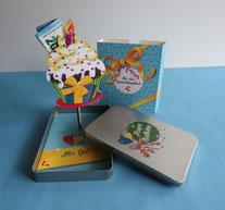 Geschenkdose Happy Birthday, geöffnet, Aufsteller Cupcake mit Geldgeschenke ausgestattet