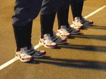 ダークホース菊川分団の赤ライン靴