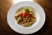 Muschelnudeln Pasta Lachs Spinat-Pesto-Soße Rezept