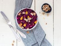 IN FORM, Geprüfte IN FORM-Rezepte, gesunde Rezepte, gesunde Ernährung, gesundes Essen, Salat, Rotkohl, Rotkohlsalat, vegan, vegane Rezepte, veganes Essen, veganer Salat, veganes Mittagessen, veganes Abendessen, Beilagensalat, vegetarisch