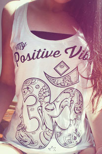 """MY POSITIVE VIBES – TANK TOP """"OM"""" WEISS"""
