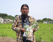 つる農園のお野菜を育てる遠藤さん