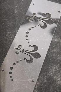 Pochoir Fleur de lys 1  de la collection Jeanne d'Arc Living