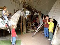 Friedliche Berüßung im Indianermuseum