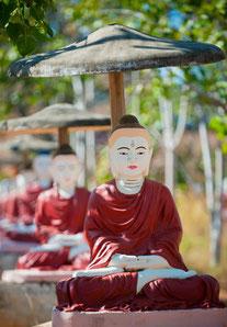 Monywa: Buddha-Statuen