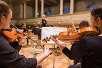 Moderation Orchester Dirigentin