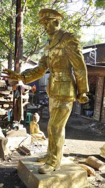 Bild: Statue eines burmesischen Soldaten Aung San, der sein Land nach dem 2. Weltkrieg in die Unabhängigkeit führte