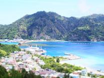 二見港の周りは島の中心地。ビーチ直近。
