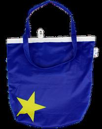 Upcycling Tasche aus gebrauchten  Fahnen. Nachhaltige CSR Maßnahme welche immer tollen Resonanz findet.