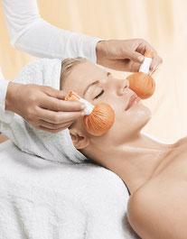 Kräuter-Stempel Massage