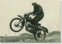 1961 Walter Gsöll bei einem Moto-Cross.