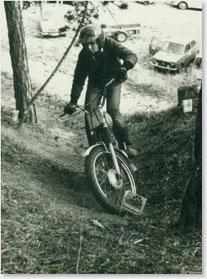 """1977 Sohn Walter Gsöll jun. in Sittendorf auf """"Bastel-KTM"""""""