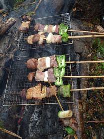 T本さんが担ぎ上げてくれた豪華な食材の炭火串焼き