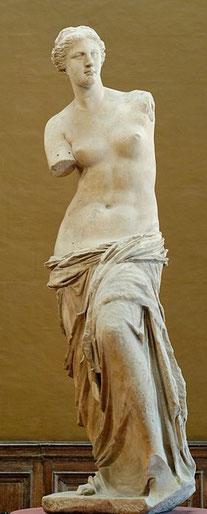 Vénus de Milo, statue en marbre de 202 cm, vers 100 av. J.-C., Département des antiquités grecques, musée du Louvre, Paris.