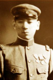 創業者の磯崎慎二は大平洋戦争中に戦地へ赴いたが、日吉の街で培った得意の物品調達力を生かし、各部隊で重宝された