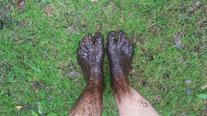 Auch ein Naturerlebnis: Matsch an den Füßen.