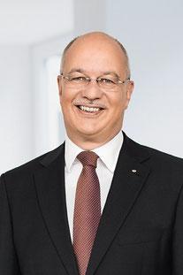 Thomas Schröder (Vorsitzender des Vorstands) wurden die Verantwortungsbereiche Vertrieb und Kundendienst kommissarisch übertragen
