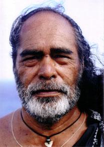 Kahu Kapi'i'oho'okalani Lyons Naone ist einer der letzten hawaiianischen, indigenen und authentischen Kahu's und Lehrer der alten Tradition.